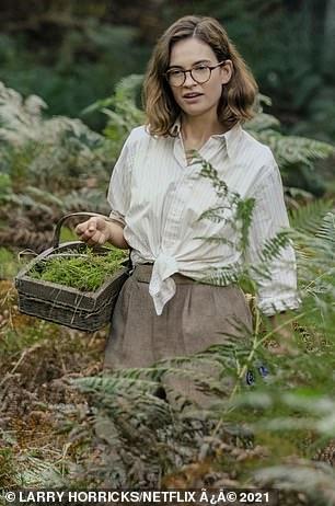 Lily James, de 31 años, asume el papel de la arqueóloga inglesa Peggy Piggott