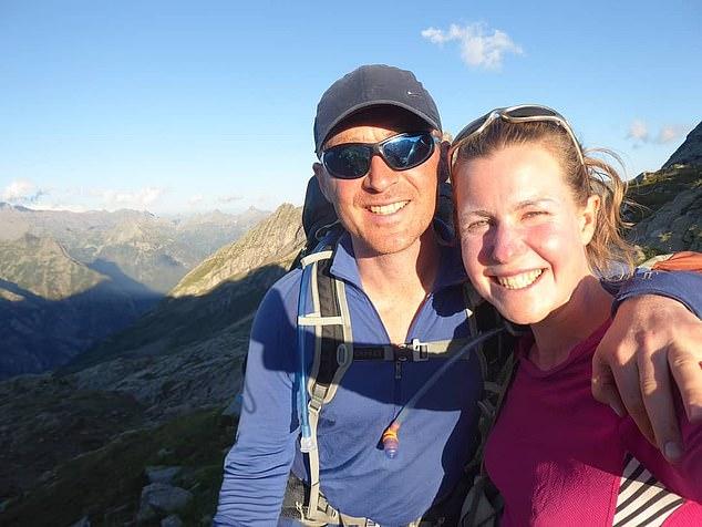 Esther Dingley (en la foto con su novio Daniel Colegate) desapareció el 22 de noviembre mientras caminaba en solitario por los Pirineos.