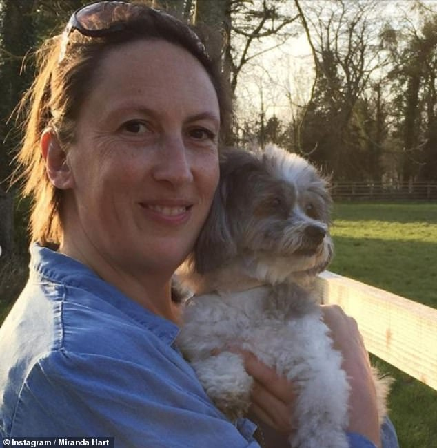 Trágico: Miranda Hart ha revelado que se está tomando un descanso de su carrera y las redes sociales luego de la muerte de su amada perra Peggy la semana pasada.