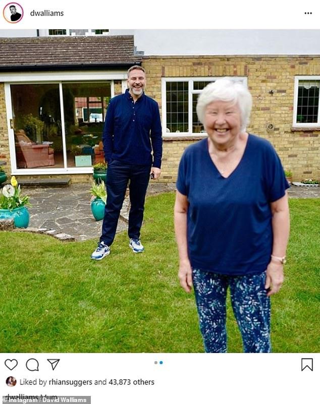 'Pude escuchar la alegría y la esperanza en su voz': David Williams reveló que su madre Kathleen recibió su primera vacuna contra el coronavirus (en la foto del año pasado)