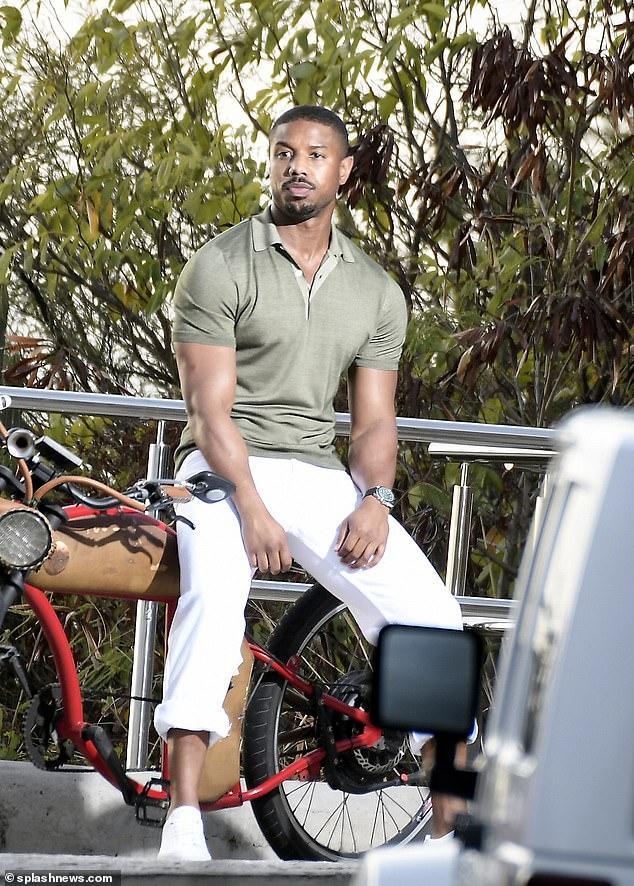 Buen aspecto: Michael B. Jordan hizo una pausa en sus vacaciones para posar para una sesión de fotos en St. Barts el lunes