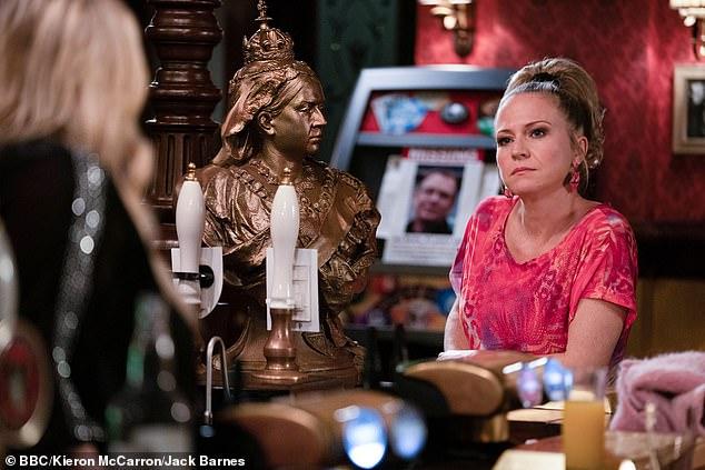 Tiempo: Después de la confesión de Sharon Beale a Linda Carter de que había estado envenenando a Ian antes de su desaparición, Linda tiene una propuesta severa para su amiga en EastEnders.