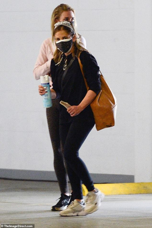 Sarah Michelle Gellar salió de un gimnasio de Los Ángeles con una amiga el jueves en su primer avistamiento desde que abordó las crecientes acusaciones contra el comportamiento 'cruel' y 'tóxico' del creador de Buffy the Vampire Slayer, Joss Whedon, en el set.