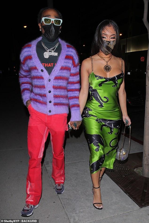 Cena romántica: Saweetie, de 27 años, y su novio rapero Quavo, de 29, mostraron algunos de sus looks más coloridos mientras cenaban en el exclusivo BOA Steakhouse en West Hollywood para el Día de San Valentín el domingo.