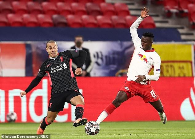 Thiago Alcantara (izq.) Ha tenido un comienzo difícil en Liverpool y ha sido apresurado en su entrada.