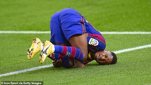 El extremo del Barcelona Ansu Fati, de 18 años, sufrió una rotura de menisco contra el Real Betis en noviembre