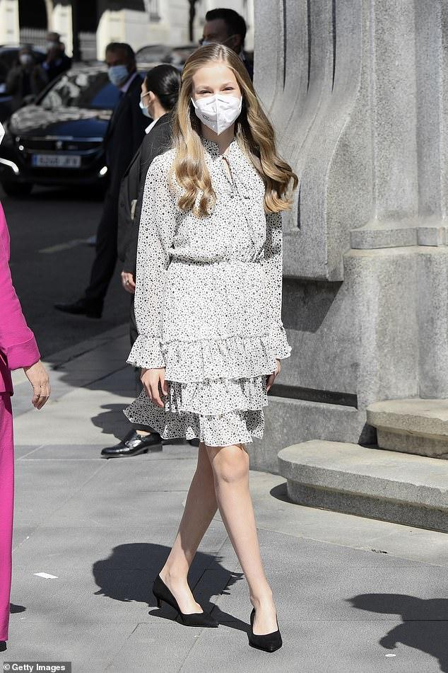 La princesa Leonor de España, de 15 años, asistió hoy a su primer compromiso en solitario en Madrid para conmemorar el 30 aniversario del Instituto Cervantes