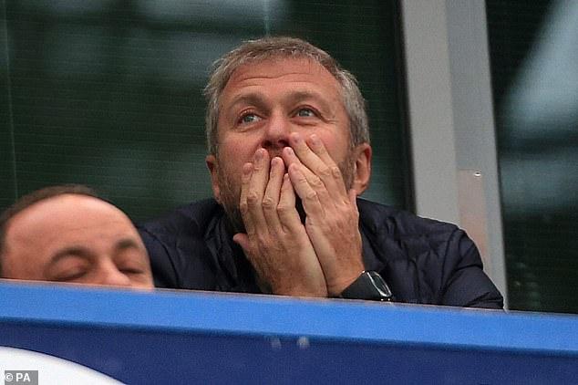 Se dice que Roman Abramovich está 'furioso' después de ser 'sorprendido' por la reacción violenta sobre la voluntad del Chelsea de participar en la eliminada Superliga europea