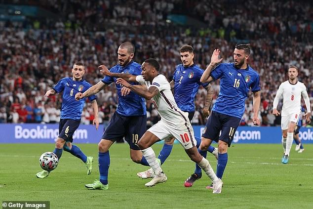 Inglaterra e Italia llegaron a la final como equipos más grandes que la suma de sus partes
