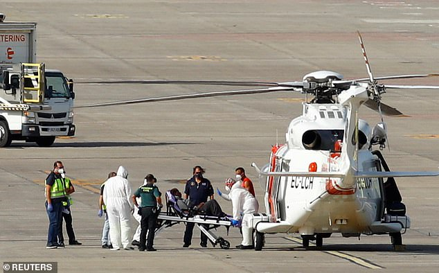 La mujer, que sufría una grave deshidratación, fue trasladada en avión al hospital de Las Palmas en la isla de Gran Canaria