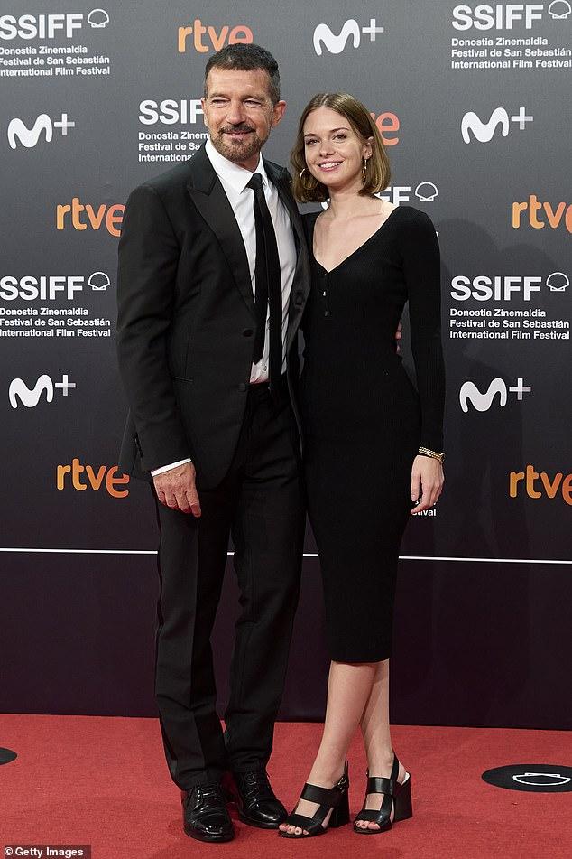 Buena pareja: la hija de Melanie Griffith, Stella del Carmen Banderas, fue vista en la alfombra con su papá Antonio Banderas este fin de semana