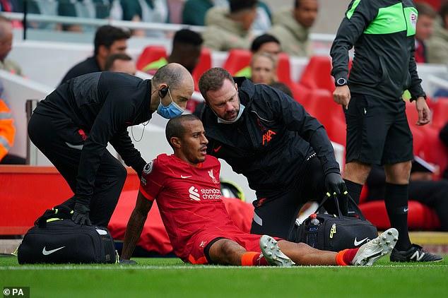 Thiago Alcantara del Liverpool se lesionó la pantorrilla en la victoria por 3-0 del sábado sobre el Crystal Palace