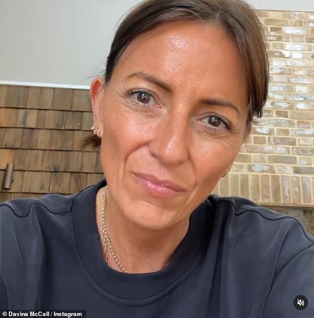Miedo: Davina McCall ha contado cómo se sintió 'violada' después de que robaron la casa de su novio Michael Douglas antes de volar al extranjero