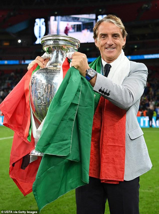 El entrenador Roberto Mancini celebra el triunfo de Italia en la Eurocopa 2020 en Wembley en julio