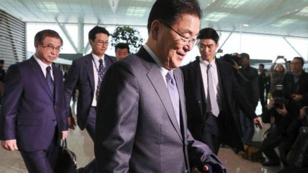 PHOTO: South Korea's national security advisor Chung Eui-yong and spy chief Suh Hoon arrive at Incheon airport, west of Seoul, on March 8, 2018 to leave for Washington. (AFP/Getty Images)