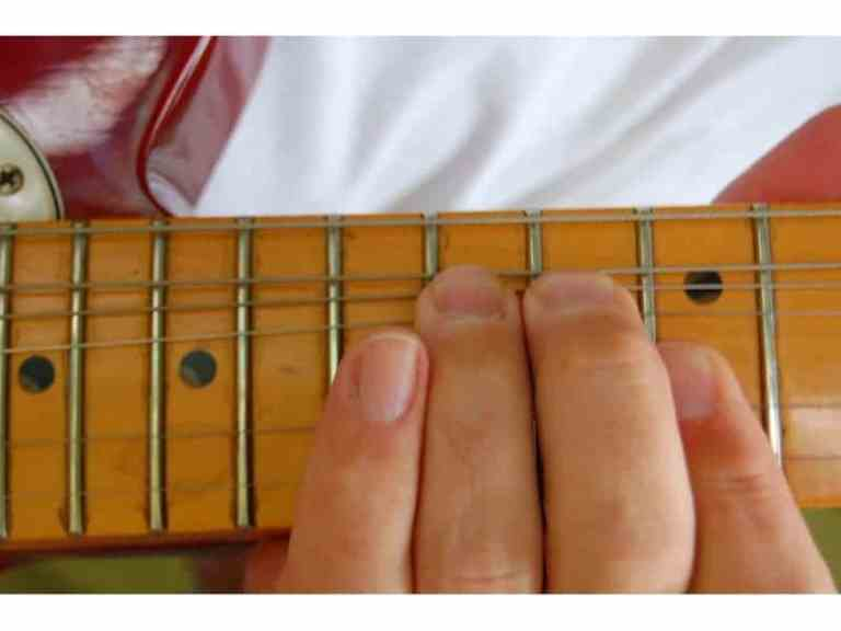 The Complete Guide To Guitar Octaves