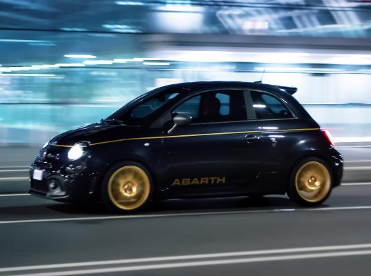 Abarth 595 - najbardziej ekstrawagancki hot hatch na liście?