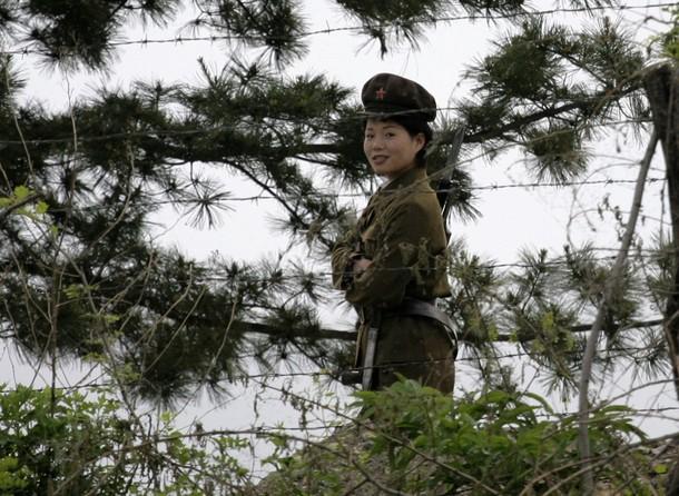 Nordkoreanische Soldatin