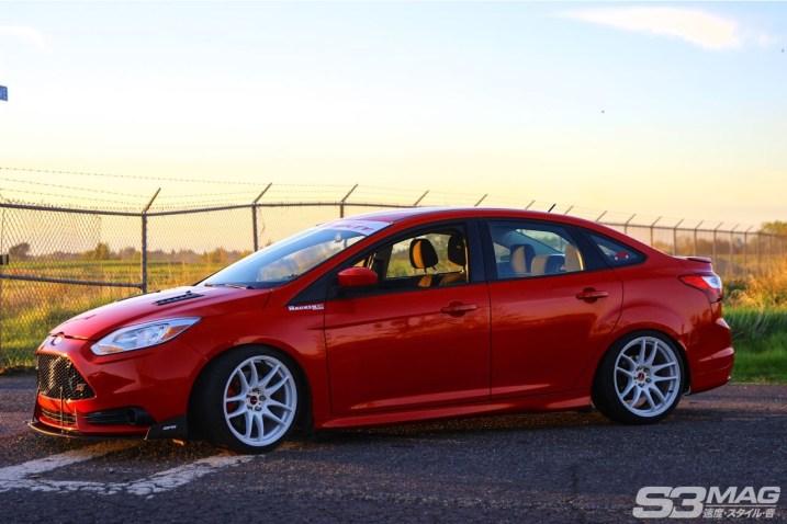 Focus ST Sedan red