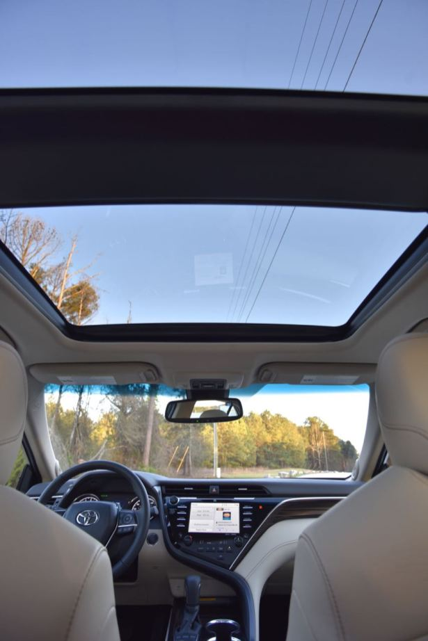 2018 Toyota Camry sunroof