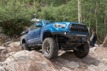 Toyota-Tacoma-Offroad-4x4-TRD-Sport-4