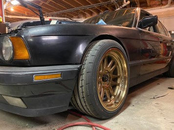 lowered E34 BMW