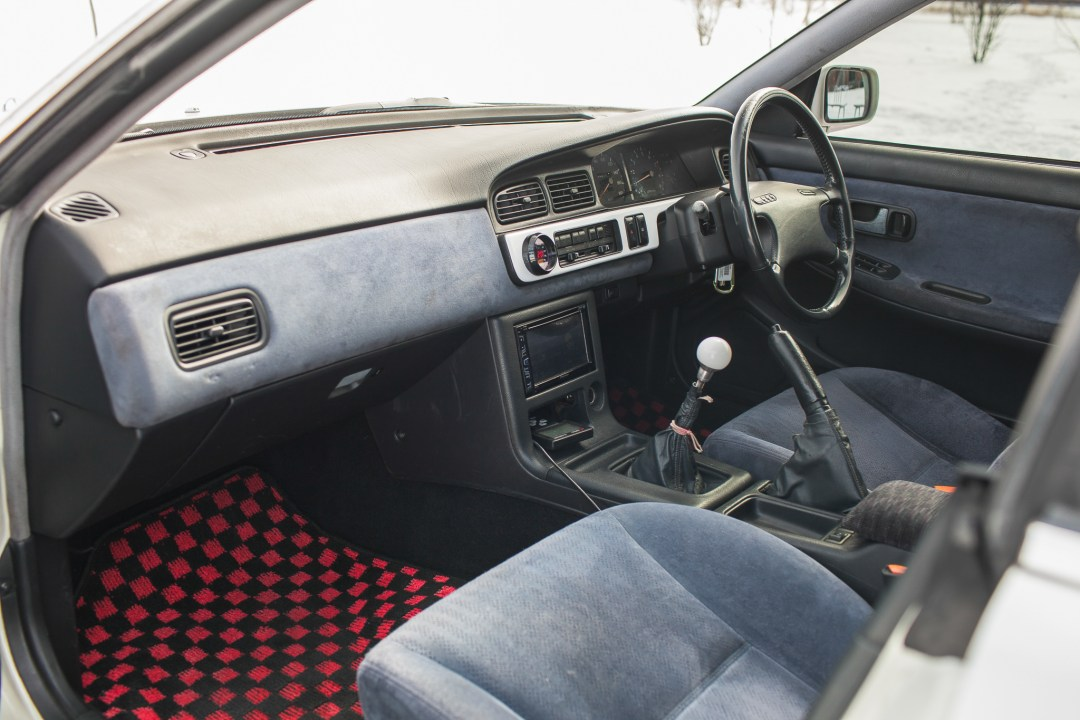 Nissan Laurel interior