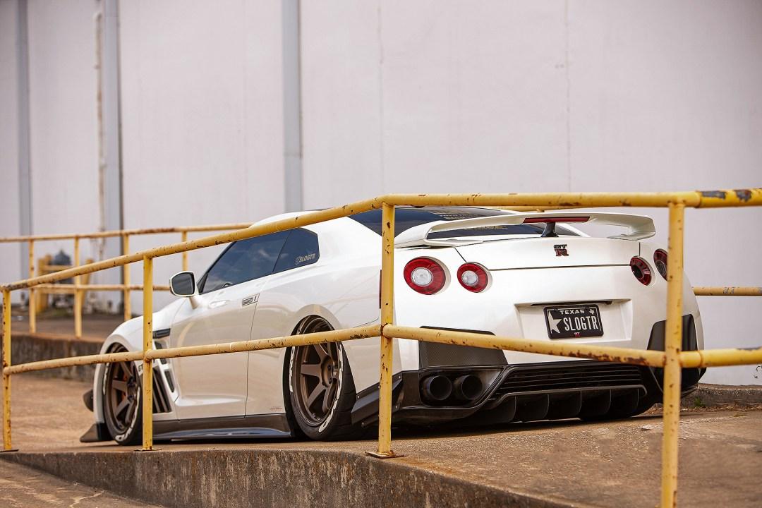 lowered Nissan GTR