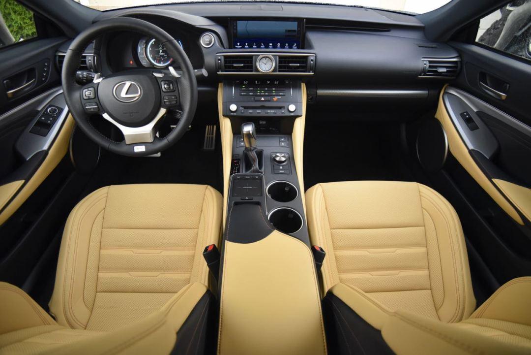 Lexus RC 350 interior
