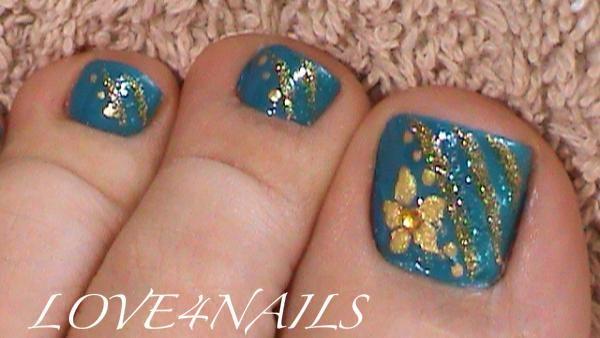 Blue Gold Toe Nail Art Design