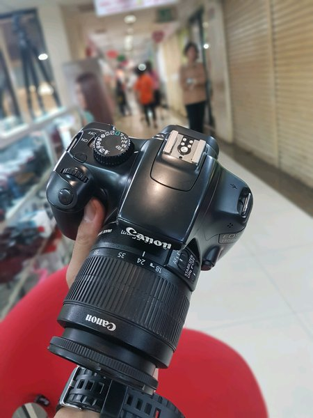 Kamera DSLR Canon 1100D & Lensa Kit 18-55mm