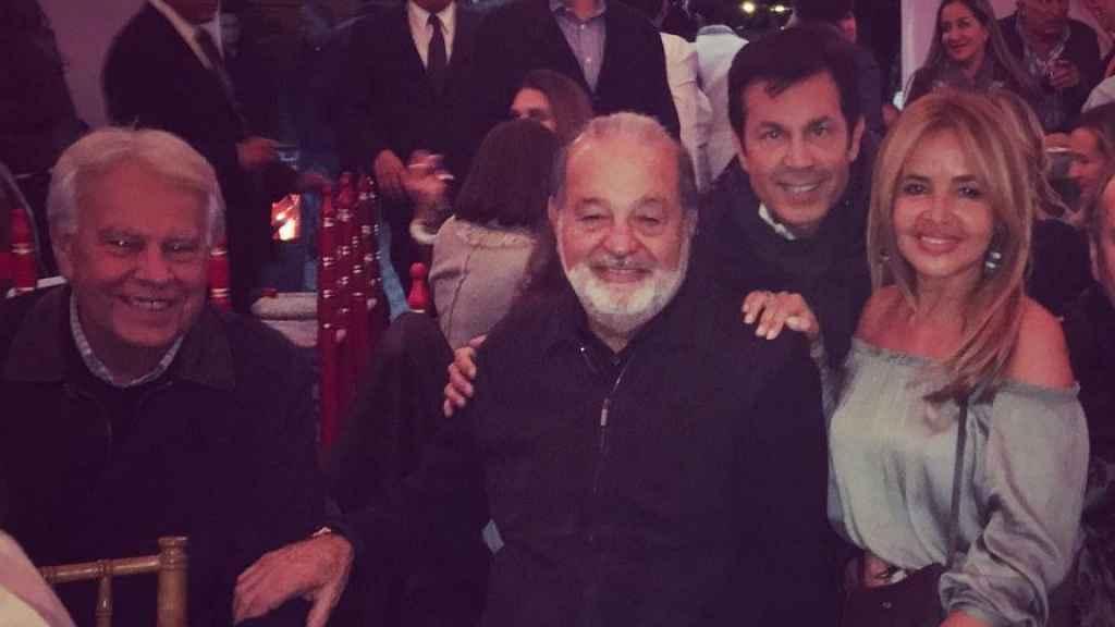 Felipe González y Carlos Slim junto a Begoña García Vaquero (cuñada del expresidente) y el empresario Miguel Sierralta.