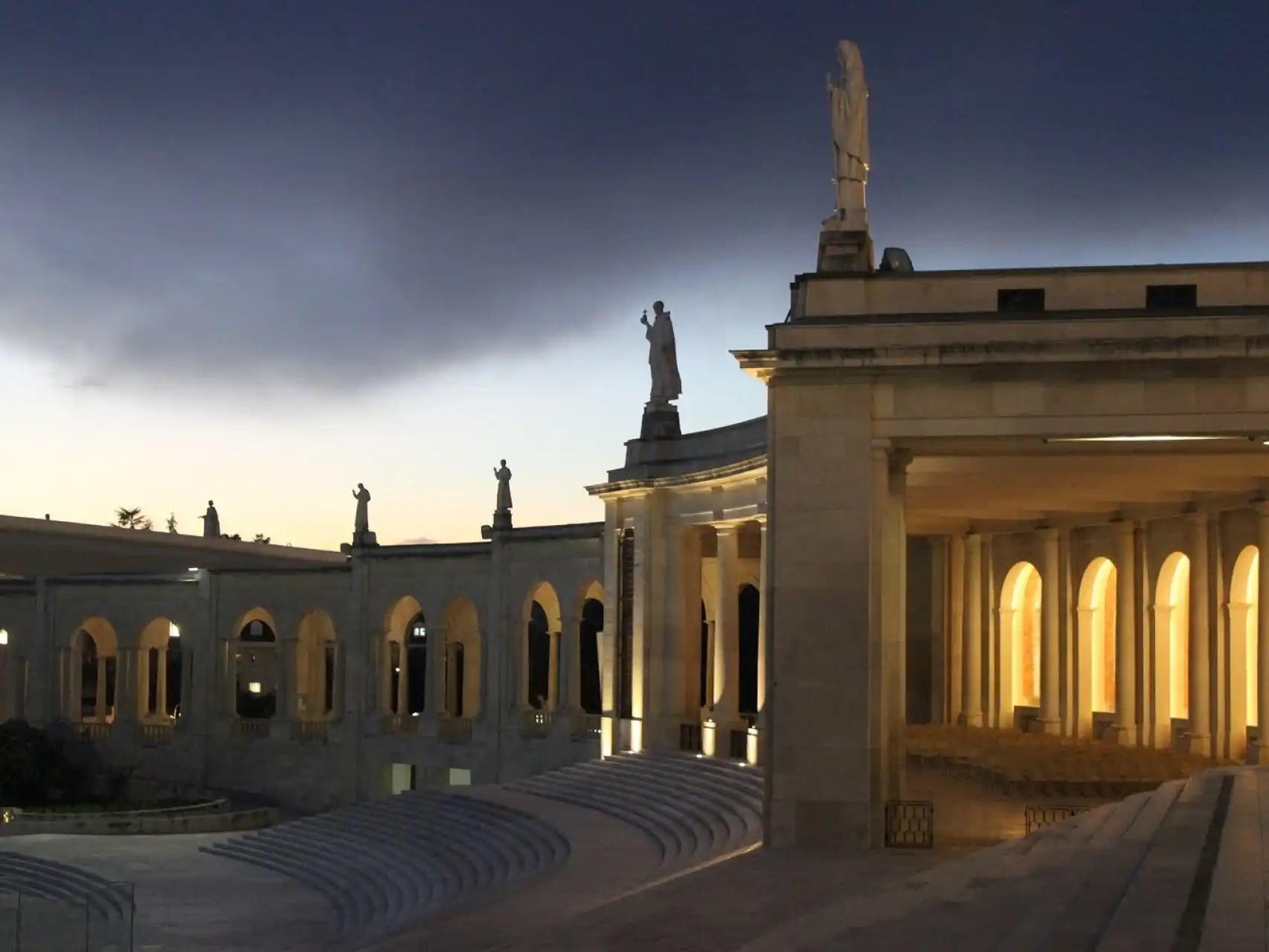 La Basílica preside la enorme explanada del Santuario de Fátima