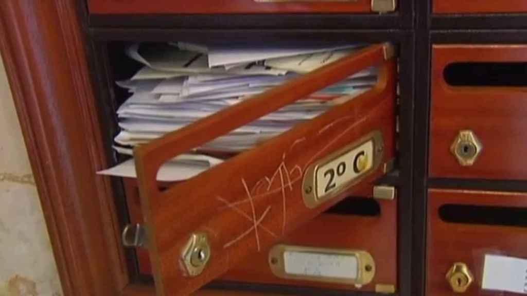 En el buzón de María del Rosario hacía años que se acumulaban las cartas