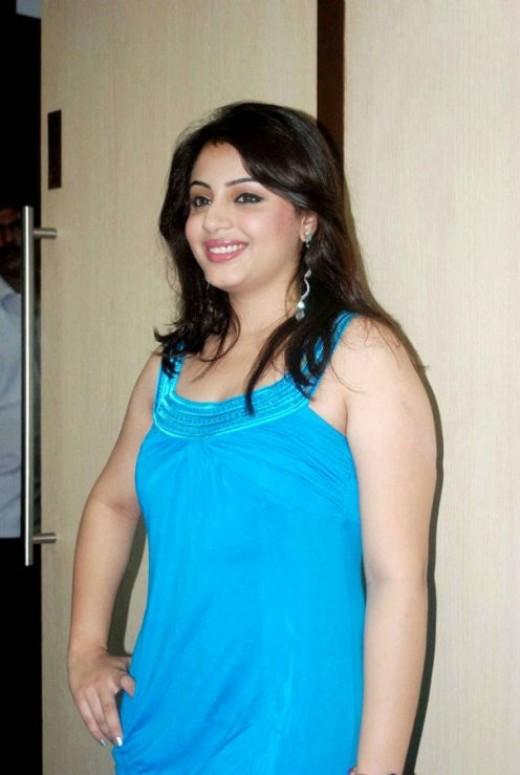 Actress Suhani Spicy Hot Legs & Face Shots navel show