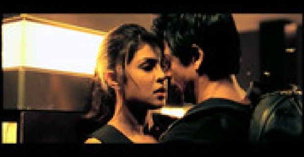 Shahrukh Khan & Priyanka Chopra's Romantic Scene In Upcoming Bollywood Movie Don 2 (2011)