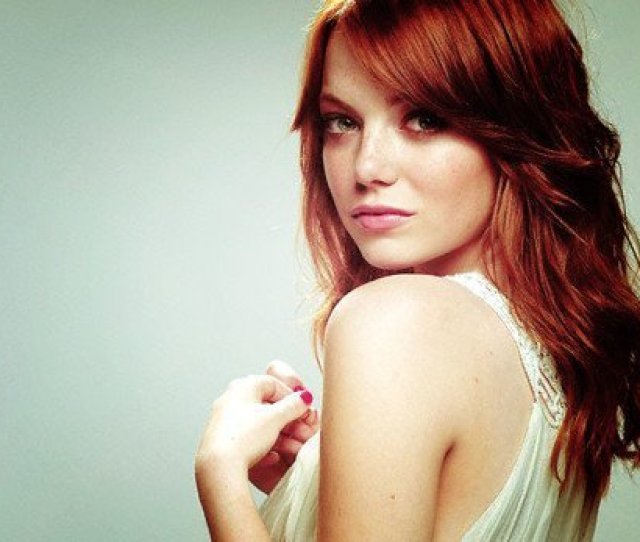 Not A Redhead By Birth Emma Stone Has Been Dyeing Her Head Red And We Love It