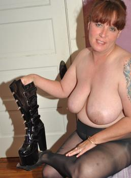 luscious leggy wife lisa