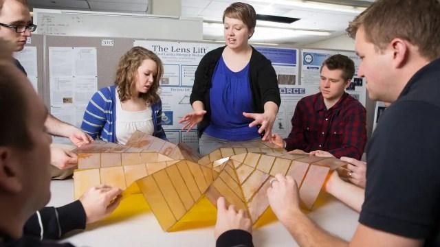 Shannon Zirbel y su vela desplegable con técnicas de origami.