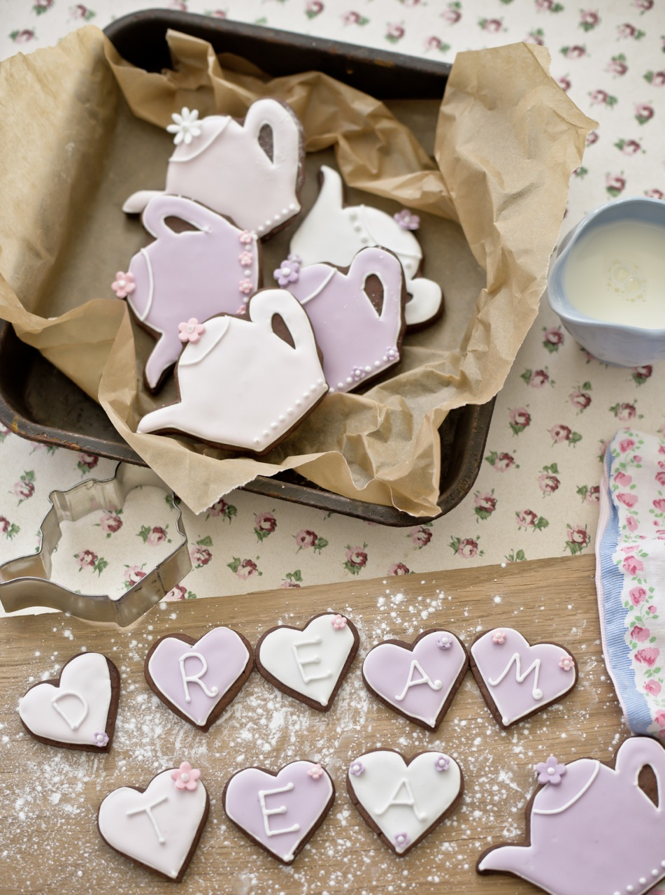 Teapot biscuits