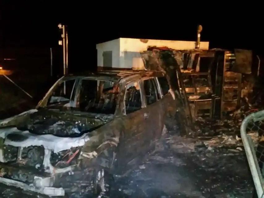 Centro de control de Conil incendiado el 12 de diciembre de 2015.