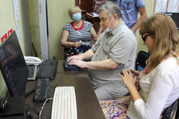 на фото: занятия по программе Окошко в мир