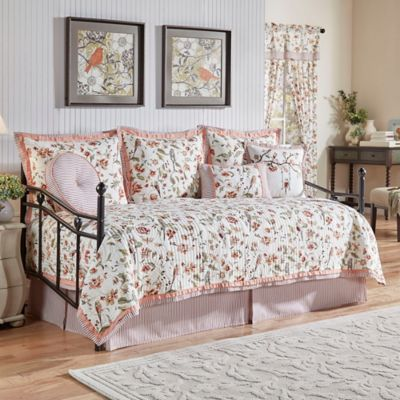 Waverly 174 Retweet Reversible Quilt Daybed Set In Berry