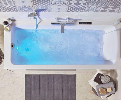 la faience murale dans la salle de bains