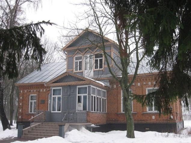 Остер Козелецького району. Будинок краєзнавчого музею (1898). Фото — IgorTurzh (2009).