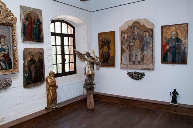 Радомишль. Фрагмент експозиції Музею української домашньої ікони