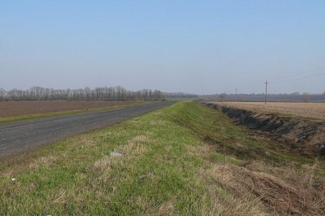 Дорогу між селами Високопілля та Перекіп Валківського району Харківської області побудовано на тутешньому Турецькому валу.