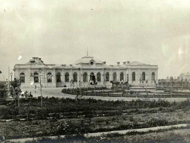 пасажирська будівля станції Ромодан на початку ХХ століття.