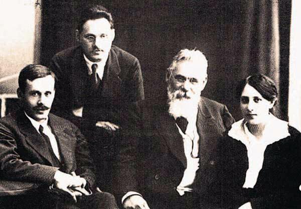 Левко Симиренко (1855—1920) з дітьми