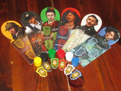 Each investigator receives a cardboard sheet, a clock (to record which clue they are guessing), and a token to mark their guess.